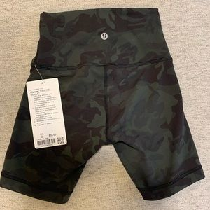 Lululemon CAMO workout shorts•never worn with tags